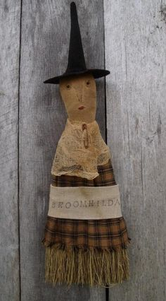 pattern for doll on a whisk broom Halloween Doll, Halloween Images, Spirit Halloween, Halloween Crafts, Halloween Witches, Halloween Decorations, Primitive Fall, Primitive Folk Art, Primitive Crafts