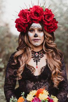 Maquillajes de Catrina que amarás lucir este Día de Muertos Sugar Skull Costume, Sugar Skull Makeup, Catrina Costume, Calavera Costume Ideas, Halloween Makeup Sugar Skull, Skeleton Makeup, Red Rose Flower, Red Roses, Horror Makeup