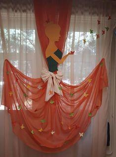 Curtain decor for a party Birthday Room Decorations, Backdrop Decorations, Backdrops, Wedding Decorations, Crafts For Kids, Diy Crafts, Party Mottos, Party Themes, Felt Flowers