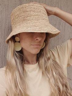 Bonnet Crochet, Crochet Motifs, Crochet Clothes, Diy Clothes, Bucket Hat Outfit, Knitted Hats, Crochet Hats, Summer Hats For Women, Outfits With Hats
