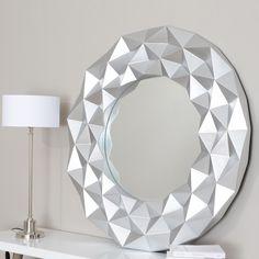 Al empezar la semana me he mirado al espejo y me he visto Ideal en esta pieza redonda cuya elaboración simula la milenaria técnica del Origami. http://elhogarideal.com/es/decoracion-y-complementos/1040-espejo-redondo-origami-plateado.html#.ViRLcfnhC1s