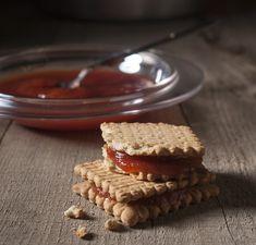 Κυδώνι ζελέ | Συνταγή | Argiro.gr - Argiro Barbarigou Marmalade, Greek Recipes, Jelly, Spoon, Waffles, Deserts, Pie, Sweets, Breakfast