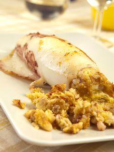 I Calamari al forno ripieni al tonno sono una vera miniera di sapore e proprietà nutritive. Ricchi e gustosi, rappresentano una vera delizia per il palato!
