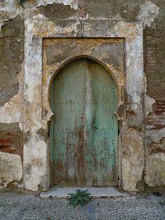Cool Doors, Unique Doors, Door Knockers, Door Knobs, When One Door Closes, Vintage Doors, Door Gate, Painted Doors, Closed Doors