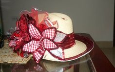 sombrero flores rojas Hats, Ideas, Fashion, Carnivals, Cute Hats, Red Flowers, Moda, Hat, Fashion Styles