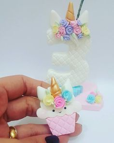 Omg! Unicorn cupcake! Perfect for my girl.