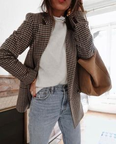 Daily discoveries women s fall winter fashion outfits with pink scarves white knit sweaters casual chic style ripped jeans trends classy look mintrockco fall winter style fashion outfits ootd Outfit Jeans, Jeans Outfit For Work, Jeans Outfit Winter, Work Jeans, Fall Jeans, Women Blazer Outfit, Dress Winter, Spring Outfit For Work, Casual Dresses For Winter