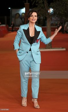 Photo d'actualité : Juliette Binoche walks a red carpet for 'The...