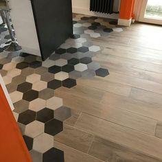 Realization hexagonal tiles in Lorient - An Oriant Sols Tile To Wood Transition, Transition Flooring, Home Entrance Decor, House Entrance, Floor Design, House Design, Hexagon Tiles, Break Room, Love Home