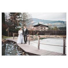 A styled elopement shoot sneak peek: I love weddings and elopements in Tyrol! And who doesn't love epic landscapes and snowy mountains?  Photography: Wit Photography | @witphotography Planning and styling: Trouweninoostenrijk.nl | @c.c._mueller  Stationery: Studio Blauw - Moderne Kalligrafie | @studioblauw  Bridal bouquet: Vintage Wedding Wonderland | @vintageweddingwonderland Bridal tops: Alexandra Grecco | @alexandragrecco  Caketopper and signage: @weddingdeco.nl Venue: Hotel Elisabeth…
