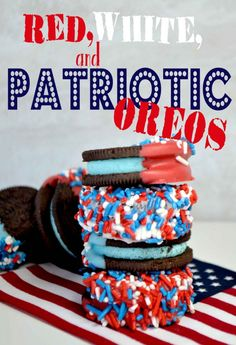 of July Treat! Red, white, and blue Oreos! Great kids treat and craft for the 4th Of July Events, Fourth Of July Food, July 4th, 4th Of July Images, Chocolate World, Craft Activities For Kids, Kids Crafts, Patriotic Crafts, Cupcake Cookies