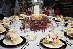 24 Christmas Table Settings