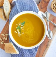 Instant Pot Curried Pumpkin Soup is full of fall flavors. It's easy to make with only a few ingredients and it's great for meal prep. Healthy Soup Recipes, Clean Recipes, Whole Food Recipes, Sweets Recipes, Quick Recipes, Desserts, Healthy Food, Healthy Eating, Pumpkin Recipes