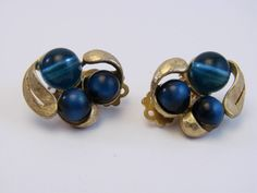 Vintage Jewelry Gold Tone Beaded Cluster Clip On Earrings