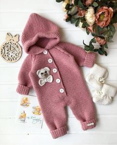 Diy Crafts - bebiş,Easy-You Can Prepare for Winter with Baby Knitting Models Baby Cardigan, Baby Pullover, Teddy Bear Clothes, Knitted Baby Clothes, Crochet Bear, Crochet For Kids, Diy Romper, Baby Girl Fall, Baby Boys