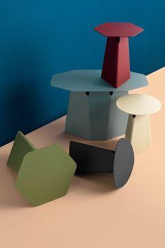 De Pode Batch bijzettafel is er in verschillende vormen, hoogtes en kleuren. De verschillende vormen sluiten perfect op elkaar aan zodat u zelf een mooie compositie kunt maken.