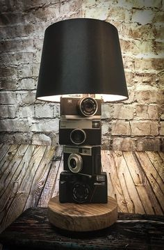 Transitional decor Vintage Camera Stack Lampe de table 12000 www.twistedsalvag Architectural Style Camera Decor lampe Stack table Transitional types of Architectural Style Vintage wwwtwistedsalvag