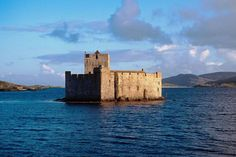 Scotland Castles, Scottish Castles, English Castles, Scottish Clans, Scottish News, Legends And Myths, Outer Hebrides, Medieval Castle, Scotland Travel