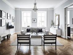 Huis vol zwart, grijs en wit met visgraatvloer