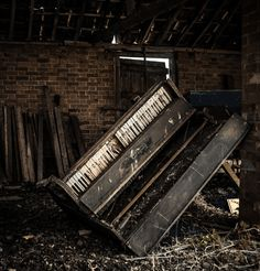 It Fades Away, Abandoned Places, Abandoned House, Abandoned Building, Piano Abandoned Buildings, Abandoned Places, Old Buildings, Abandoned Mansions, Old Pianos, Art Music, Old Houses, Urban Decay, Past