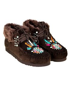 Coffee Embroidered Moccasin. . ..  Montana West. . ..  $29.99 $69.99  . :( SIZE  CHART)  .https://www.zulily.com/b5253c37-453d-4353-b3e6-1963297f88bd   . 6  . 7 . 8  . 9  .  Description:  Plush faux-fur lining keeps toes cozy in these moccasins with a suede construction & shining studs for an update to your wardrobe. Textured rubber soles.      4'' shaft  .     10'' circumference  .     Tie-closure  .     Man-made upper  .     Faux fur lining  .     Rubber sole  . Imported