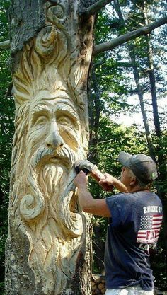 Custom Tree Art - having a dead tree made into garden art ALSO creates a home for all sorts of creatures. Biodiversity is good for the garden and good for the planet! Tree Carving, Wood Carving Art, Wood Carvings, Chainsaw Carvings, Art Sculpture En Bois, Statues, Tree Faces, Unique Trees, Tree Stump