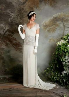 If you're on the hunt for a vintage gown, a style flapper wedding dress but something new then you need to see the Eliza Jane Howell Debutante collection Flapper Wedding Dresses, Bridal Gowns, Wedding Gowns, Gatsby Wedding, Bridal Collection, Dress Collection, Look Retro, Vintage Gowns, Dress Vintage