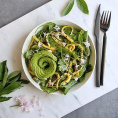 Kale Mango & Spinach Salad