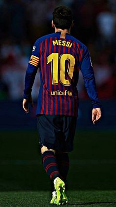 Lionel Messi of Barcelona warms up prior to the UEFA Champions League round of 16 first leg match between Arsenal and Barcelona on February 2016 in London, United Kingdom. Fc Barcelona, Lionel Messi Barcelona, Barcelona Football, Messi Y Cristiano, Messi Vs Ronaldo, Messi 10, Club Football, Best Football Players, Football Pics