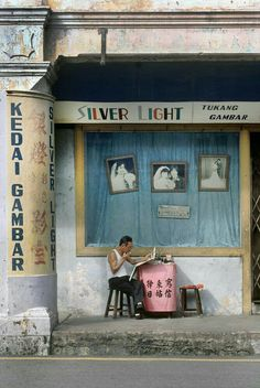 Fred Herzog Silver Light 1989 Courtesy Equinox Gallery Tap the link now to find the hottest products to take better photos! Urban Photography, Color Photography, Film Photography, Street Photography People, Fashion Photography, White Photography, Landscape Photography, Nature Photography, Travel Photography