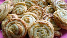 Croissant rolletjes met kaas en crème fraîche Creme Fraiche, Croissants, Tapas, Sushi, Sausage, Breakfast Recipes, Bacon, Oven, Lunch