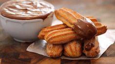 Churros comme à la fête foraine Tellement faciles à réaliser, voici la recette des fameux churros ! Des beignets comme à la fête foraine, bien croustillants et saupoudrés de sucre ou trempés dans une sauce au chocolat épaisse et gourmande. Ingrédients pour 8 Personnes 250 g de farine 250 à 280 ml d'eau 1 c. …