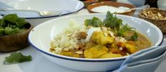 Find comfort this winter with our delicious recipe for yellow Indian curry served with a healthy side of cauliflower rice. Real Food Recipes, Cooking Recipes, Yummy Food, Healthy Recipes, Easy Meal Prep, Easy Meals, Indian Curry, Healthy Sides, Cauliflower Rice