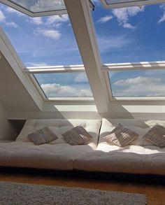 Chillen unterm Dach von bellalionessa: frisch ausgebaut und total gemütlich, insbesondere um zu lesen und unter blauem Himmel zu träumen...Die Holzbalken möchte ich