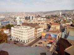 Fui a valparaíso co la grupo. Valparaíso es un muy Bonita cuidad pero es muy pobre y sucio en unas lugares. La ciudad tiene muchos restaurantes y mercados.