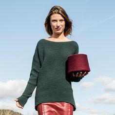 Onze vrouwelijke duurzame trui Form & Figure door een mooie pasvorm en heerlijk comfy en warm door de extra lange mouwen en de langere achterkant.