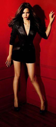 Nina Dobrev, stars as Katherine Pierce and Elena Gilbert in The Vampire Diaries♥️