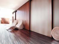 PŁYTKI CERAMICZNE IMITUJĄCE DREWNO: Płytki ceramiczne, mogą tak bardzo przypominać drewno, że trzeba się sporo napatrzeć, aby zorientować się, co naprawdę jest na ścianach lub podłodze. Divider, Bed, Room, Furniture, Home Decor, Bedroom, Decoration Home, Stream Bed, Room Decor