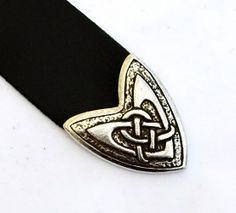 Celtic Strap End, inspired by historical models. Suitable for 4 cm wide belts. Available in wholesale and retail at www.peraperis.com