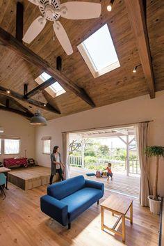 骨組みだけを残してすべてを一新。新築同様のアメリカンハウスに | 富士ホームズデザインのリノベ事例【イエタテ】 California Style, Diy Interior, Ceiling Fan, Loft, House Design, Dining, The Originals, Outdoor Decor, Muji