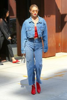 Gigi Hadid Shows Off One of Her Favorite 'Everyday' Looks: Photo Gigi Hadid is taking the denim-on-demin trend to a whole new level. The busy model - who recently got a fresh new hairdo - was spotted heading to… Outfits Otoño, Cute Casual Outfits, Fashion Outfits, Casual Ootd, Looks Gigi Hadid, Gigi Hadid Style, Fashion Images, Modern Fashion, Fashion Models