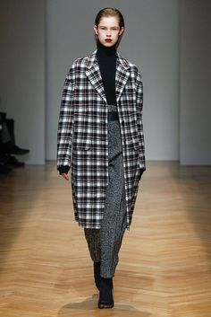 Oversized tartan wool coat at AquilanoRimondi FW 2017-18 fashion show.