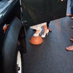 That's one way to get into a Land Rover #landrover #landroverdefender #markbartonphotography #nikon #weddingshoes #irishwedding #weddingsni # by markbartonphotography That's one way to get into a Land Rover #landrover #landroverdefender #markbartonphotography #nikon #weddingshoes #irishwedding #weddingsni #