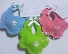 Seu carrinho está vazio! Felt Crafts Diy, Baby Crafts, Crafts For Kids, Fun Crafts, Baby Shawer, Felt Baby, Baby Kind, Baby Shower Favours, Baby Shower Gifts