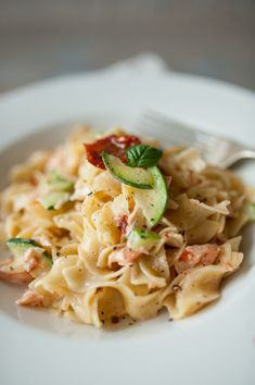 makaron z cukinią i łososiem Fish And Seafood, Spaghetti, Ethnic Recipes, Per Diem, Food Food, Noodle