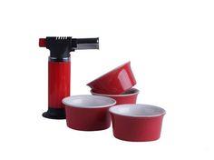 Crème Brûlée Brander met 4 Ramekins Rood. Wat je ook zoekt, de kookgerei om het nagerecht te maken vind je natuurlijk bij Cook&Co!