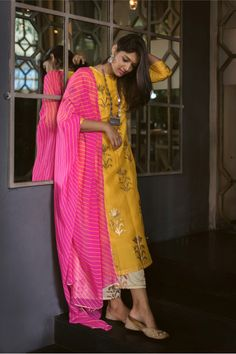 Colourful Dupattas That You Can Pair With Any Ethnic Outfit Dress Indian Style, Indian Dresses, Indian Wedding Outfits, Indian Outfits, Kurta Designs Women, Blouse Designs, Indian Attire, Indian Wear, Indie Mode