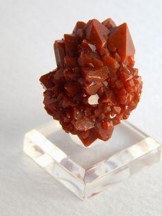 水晶語り 赤水晶(赤鉄鉱入り水晶)球状クラスター