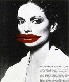 L'artiste britannique Linder Sterling n''y va pas avec le dos de la cuillère pour bousculer les canons de la beauté féminine ! Deux-cents de ses œoeuvres, et en particulier ses collages et photomontages chocs, sont exposés au Musée d'Art Moderne de Paris. #paris #lindersterling