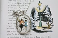 This is precious... A cute little Tumnus & Lucy necklace. <3 Narnia